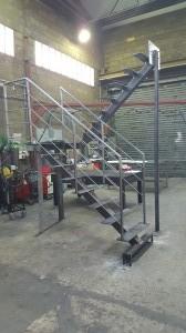 Assemblage escalier particulier beauchamp val d'oise ile de france tolerie generale tube rond tole acier perçage taraudage[1]
